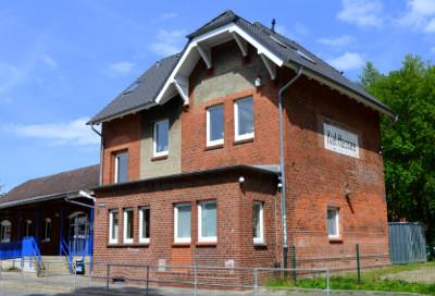 Der alte Bahnhof Hassee: neuer Jugendtreff.