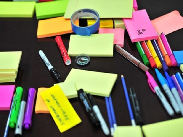 Post-its und Stifte